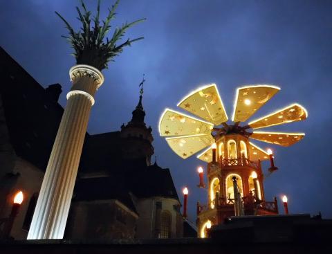 Das historische Karussell auf dem Leipziger Weihnachtsmarkt. Foto: Iva Pekárková